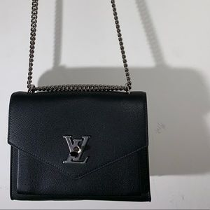 Louie Vuitton shoulder bag